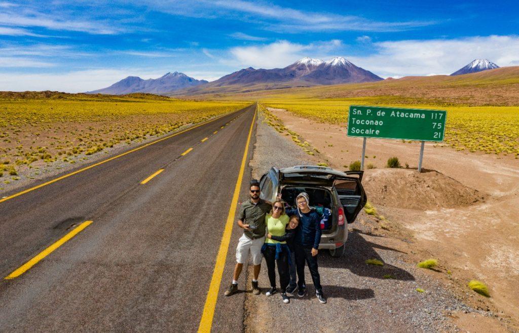 De carro ao Atacama com a família