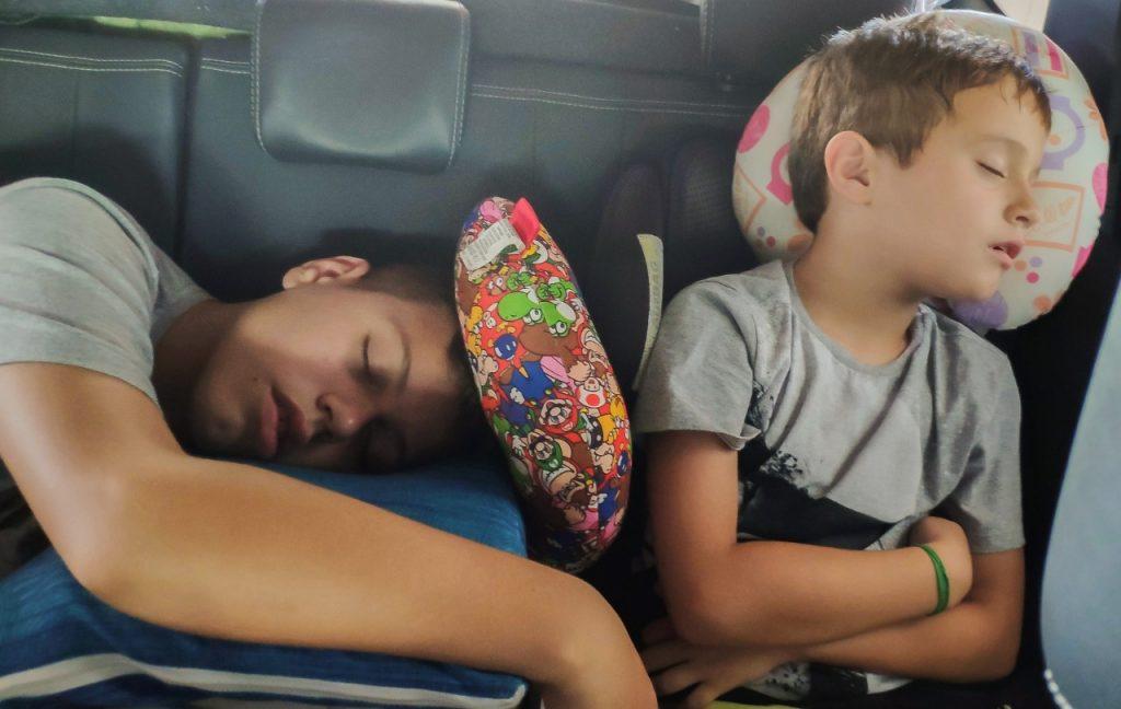 De carro ao Atacama com família
